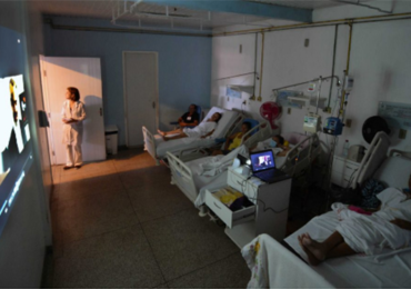 Projeto 'Cinema nas enfermarias' melhora rotina de pacientes internados no Hospital de Câncer