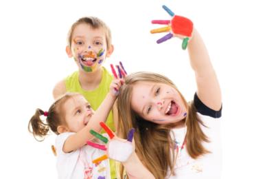 Uma criança feliz é barulhenta, inquieta, alegre e rebelde