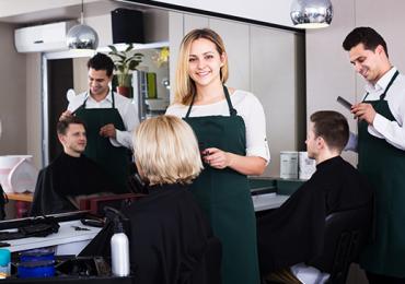 Análise Ergonômica dos Postos de Trabalho em um Salão de Beleza: Equipe de Manicures/Pedicures