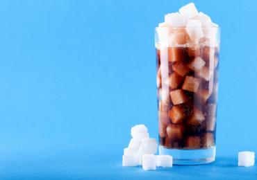 Brasil deveria aumentar impostos sobre bebidas açucaradas para combater a obesidade?
