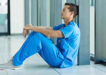 Condições de Trabalho dos Profissionais de Enfermagem e Atuação Ergonômica diante dos Conflitos Ocupacionais: Uma Revisão Bibliográfica
