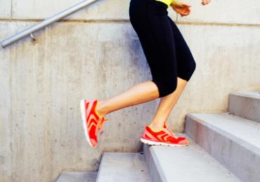 Trocar o elevador por um lance de escada já significa quebra de sedentarismo