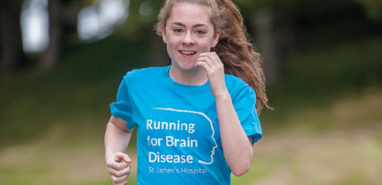Atleta com epilepsia desafia convulsões durante corridas para continuar competindo
