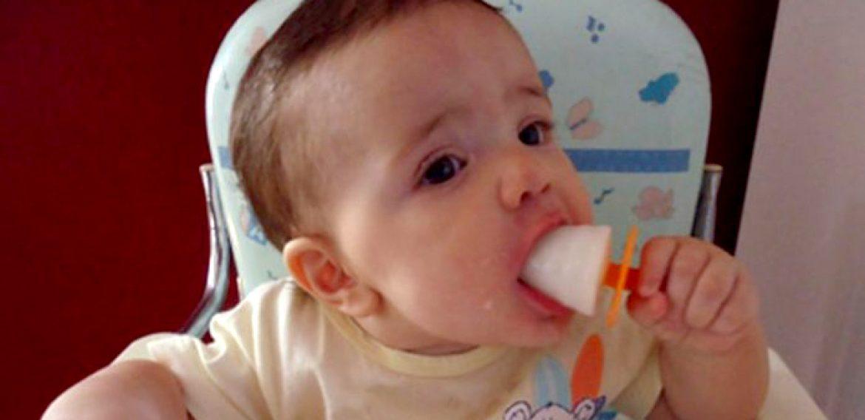 Mãe faz Sorvete de Leite Materno para Aliviar o Desconforto da Dentição do seu Bebê