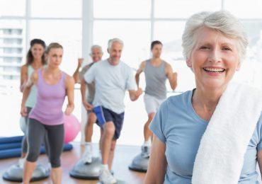Prática adequada de exercícios pode reduzir dores em idosos
