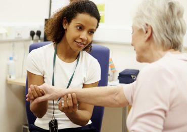 Estudo aponta que pandemia interrompeu tratamentos e comprometeu a saúde de idosos